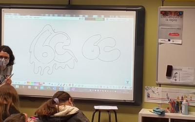 Nos sixièmes primaires accueillent des enseignants de première secondaire dans leur classe!